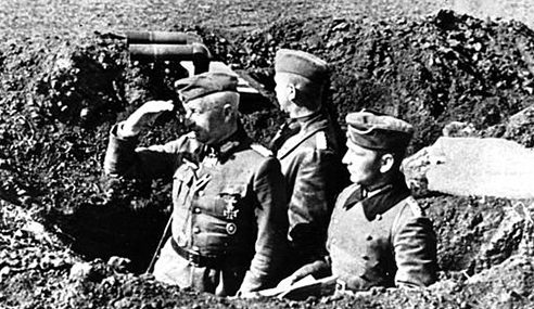 Генерал-полковник Фриц Эрих фон Манштейн во время боев за Керчь. Май 1942 г.
