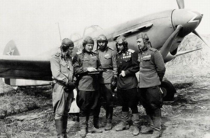 Луганский с однополчанами. 1944 г.