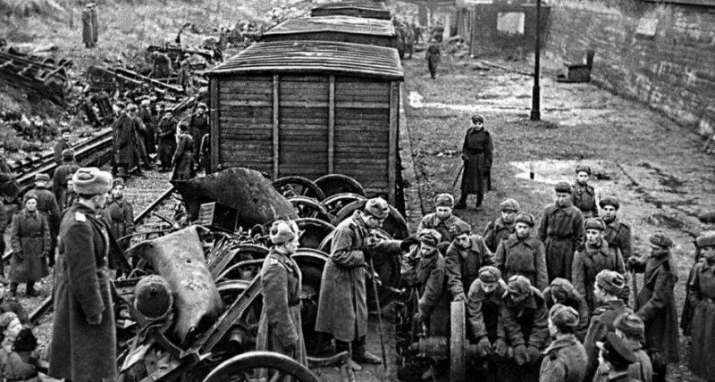 Восстановительные работы на Северном вокзале. Апрель 1945 г.