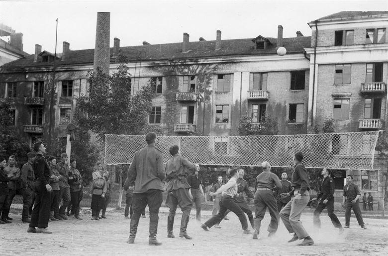 Советско-американские соревнования летного состава. Полтава, 1944 г.