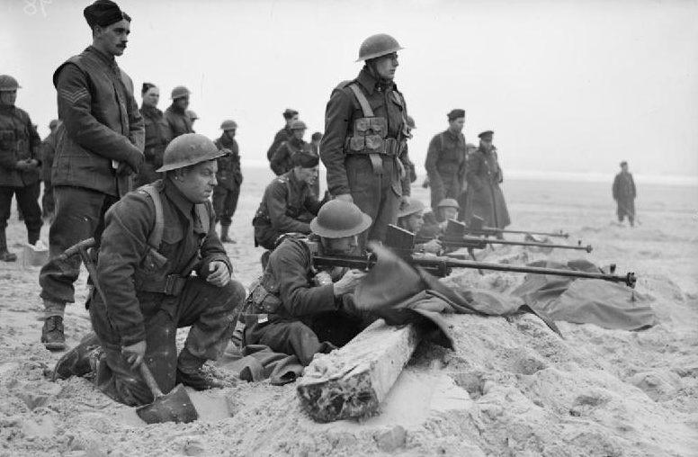 Солдаты 1-го Королевского уэльского стрелкового полка на пляже возле Этапл. 6 февраля 1940 г.