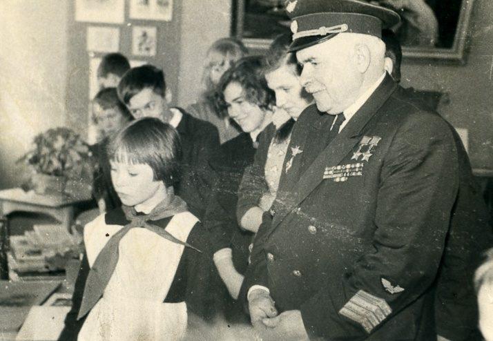 Генерал Покрышев в школе. 1965 г.