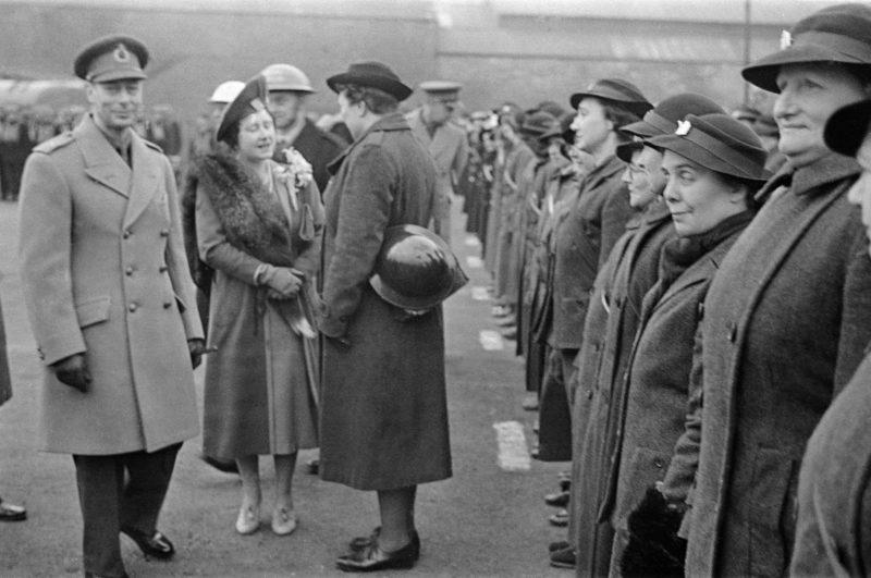 Король Георг VI и королева в Ковентри. Ноябрь 1940 г.