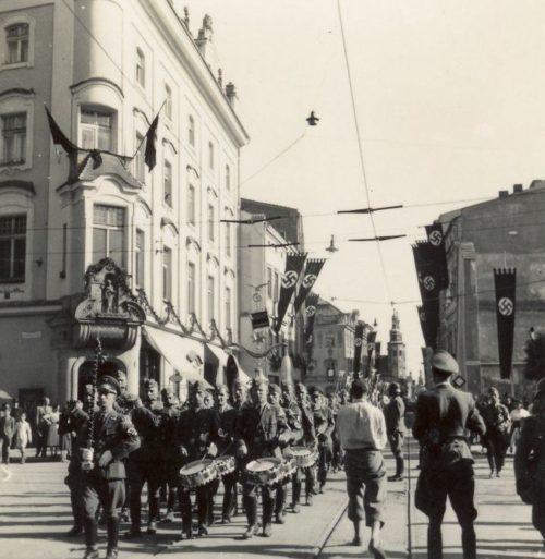 Гитлерюгенд на улице Кракова. Лето 1943 г.