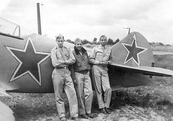 Американцы у советского истребителя Ла-5Ф.