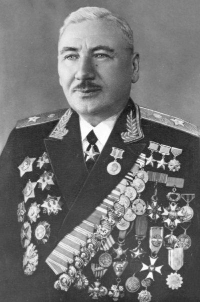 Дважды Герой Советского Союза Плиев Исса Александрович (12.11.1903-06.02.1979)