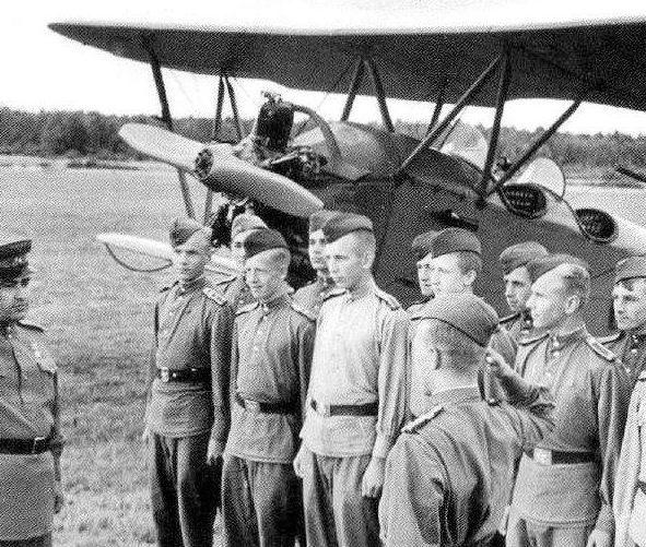 Алексей Маресьев в авиаучилище. 1945 г.