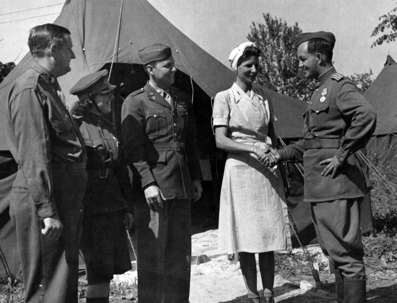 Палаточный городок на аэродроме. Полтава, 1944 г.