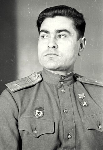 Герой Советского Союза майор Маресьев. 1946 г.