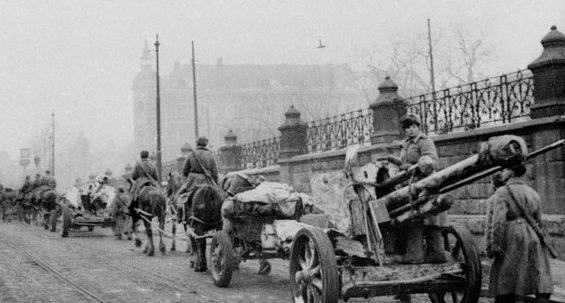 Красная Армия в Кракове. Январь 1945 г.