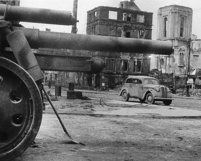 Город после войны. Июнь 1945 г.