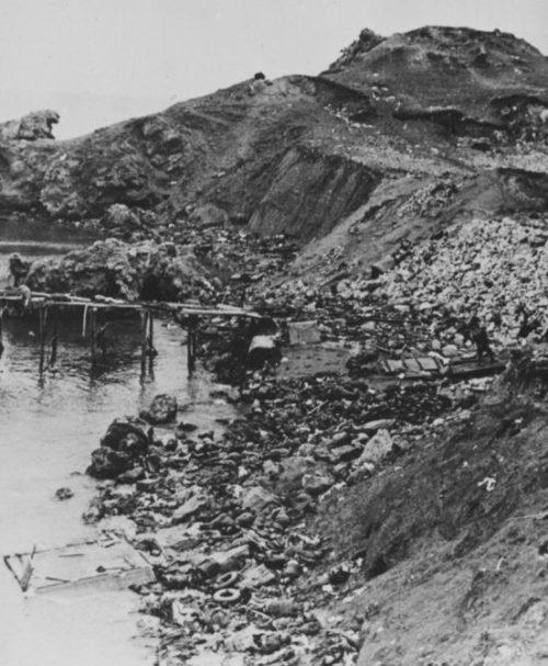 Погибшие красноармейцы в районе Керчи. 1942 г.
