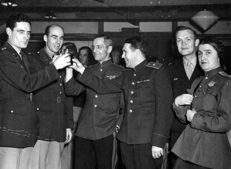 Бар на аэродроме. Полтава, 1944 г.