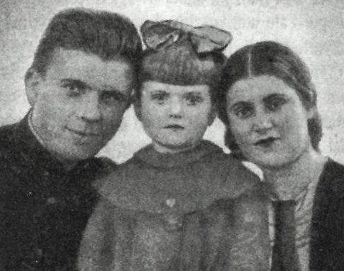 Маринеско с женой Ниной и дочерью Леонорой. 1937 г.