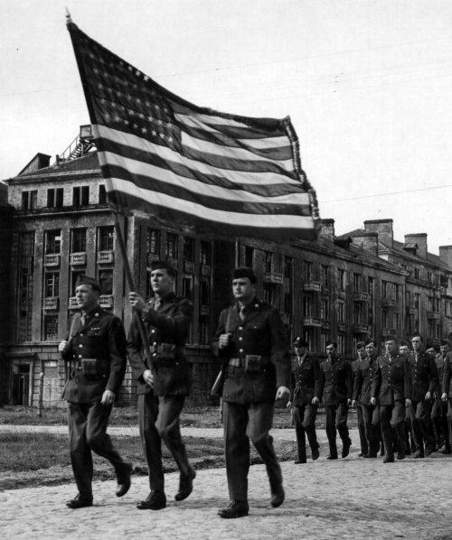 Торжественный марш американских авиаторов. Полтава. 1944 г.