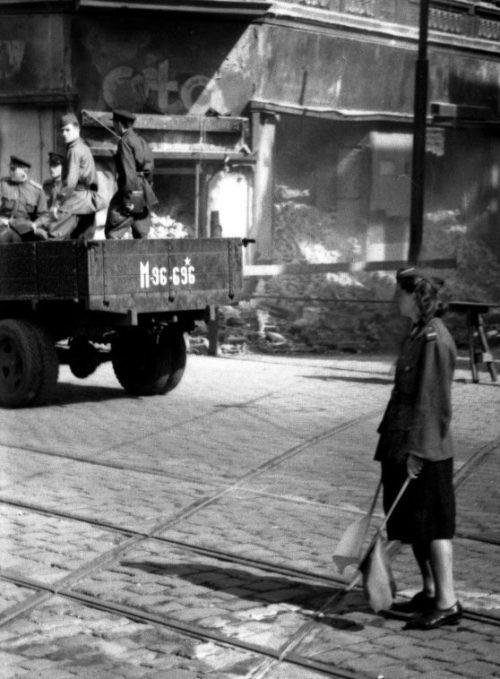 Регулировщица Войска Польского. Краков. Лето 1945 г.