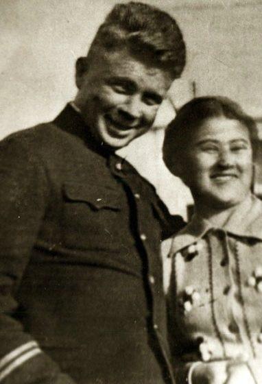 Маринеско с супругой. 1941 г.