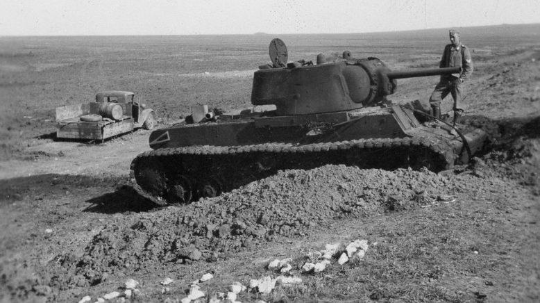 Брошенная советская техника на Ак-Монайском валу на Керченском полуострове. Май 1942 г.