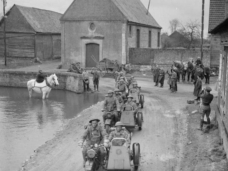 Мотоциклетное подразделение Нортумберлендских стрелков в Фонтене. 20 марта 1940 г.