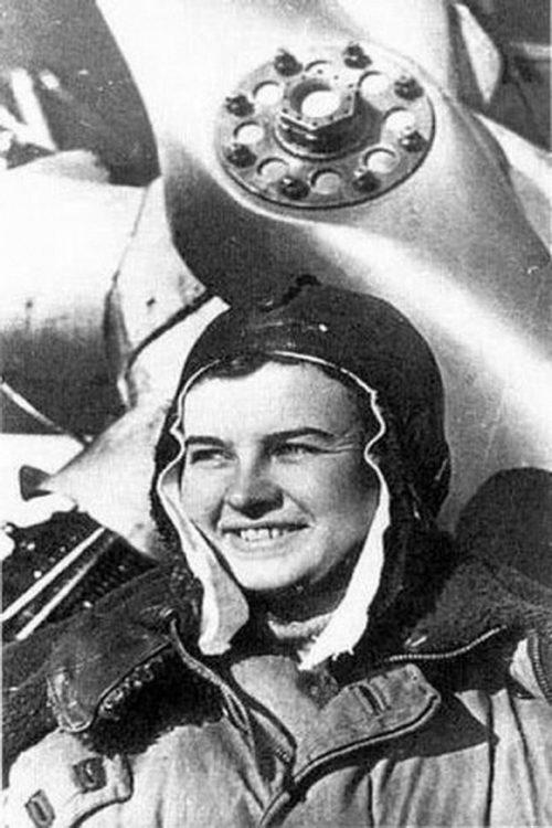 Меклин – выпускница Энгельсской военной авиационной школы пилотов. 1942 г.