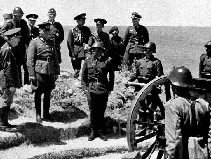 Маршал Антонеску, румынские и немецкие офицеры под Керчью. Июнь 1942 г.