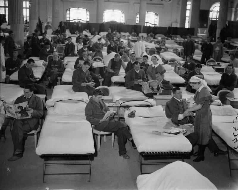 Одна из палат в госпитале недалеко от Нанта. 2 апреля 1940 г.