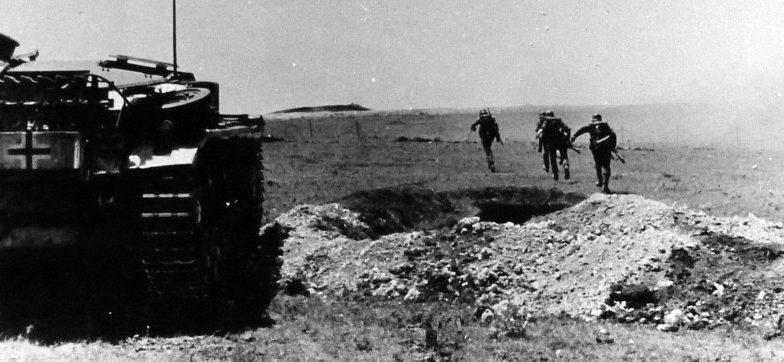 Немецкая атака под Симферополем. 1942 г.