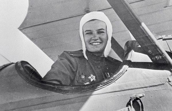 Летчик лейтенант Наталья Меклин. 1944 г.