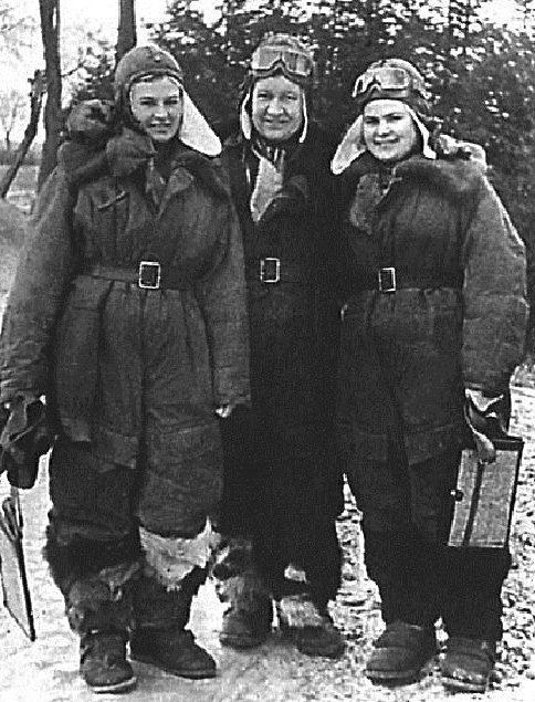 Герои Советского Союза Н. Меклин, Р. Аронова, Е. Рябова. Польша, 1944 г.