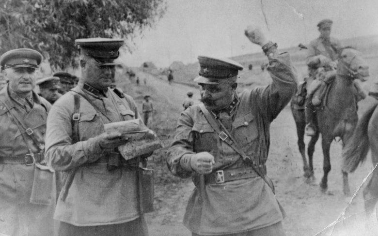 Командир 72-й кавалерийской дивизии генерал-майор В. Книга. Май 1942 г.