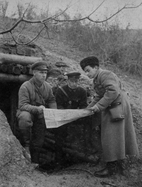 Командиры РККА во время оборонительных боев в Крыму. 1942 г.
