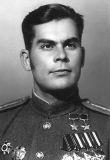 Дважды Герой Советского Союза капитан Михайличенко. 1945 г.