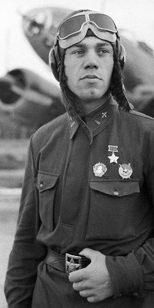 Герой Советского Союза лейтенант Молодчий. 1941 г.