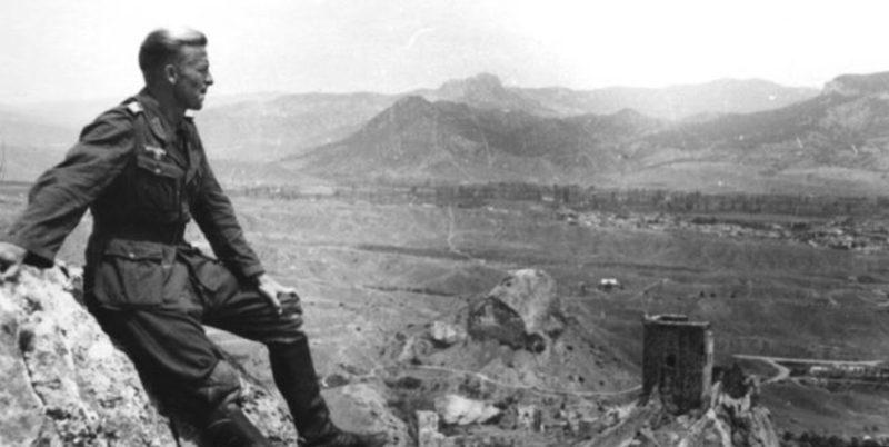 Немецкий солдат в Судаке. 1942 г.