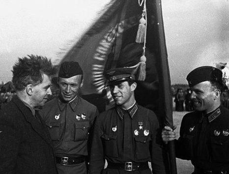 Слева направо: Эренбург, Несмашный, Молодчий, Куликов. 1941 г.