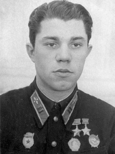 Дважды Герой Советского Союза майор Молодчий. 1942 г.