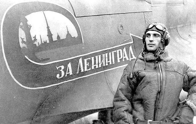 Командир эскадрильи Герой Советского Союза Мыхлик. 1945 г.