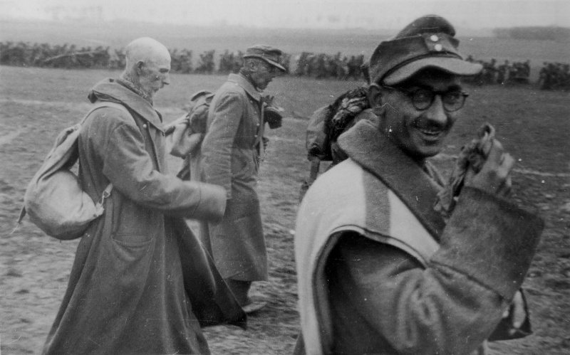 Немецкие военнопленные в районе Кенигсберга. Апрель 1945 г.