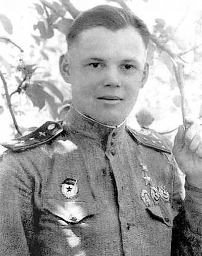 Герой Советского Союза капитан Речкалов. 1943 г.