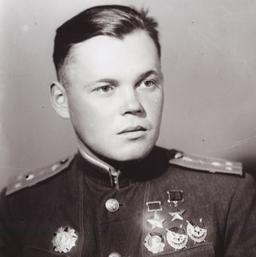 Дважды Герой Советского Союза капитан Речкалов. 1944 г.