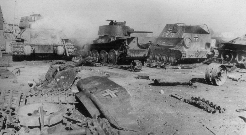 Разбитая немецкая техника. Май 1945 г.