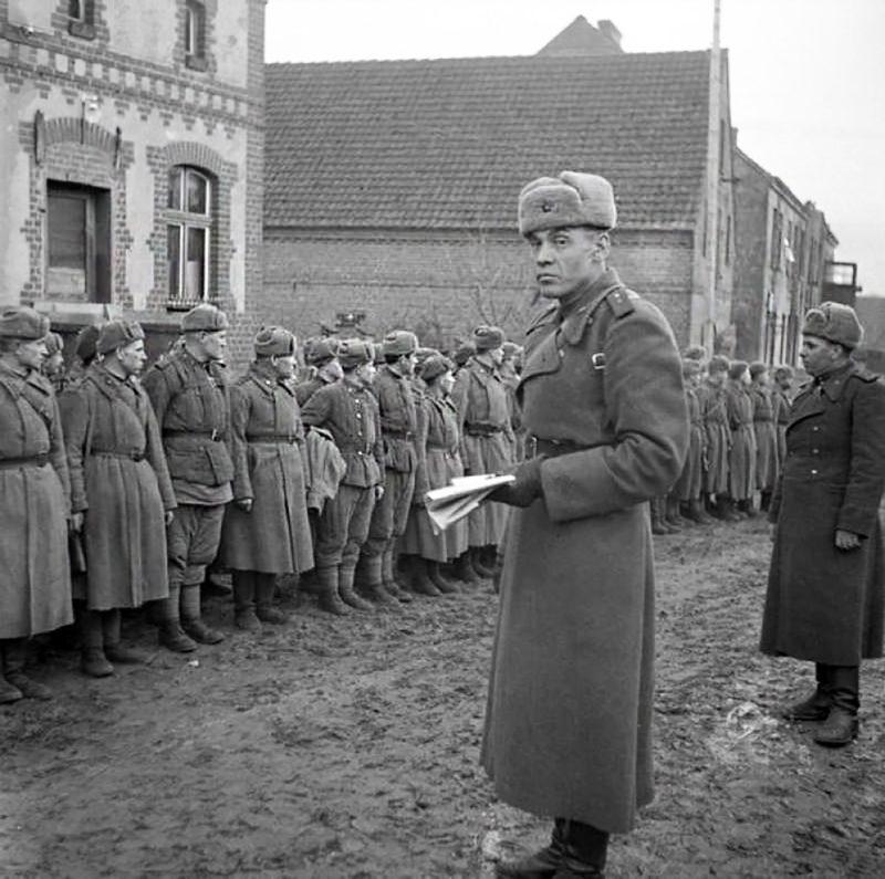 Построение комендантской роты. Май 1945 г.
