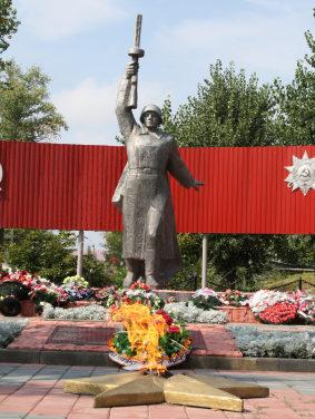ст-ца. Алексеевская. Памятник по улице Красногвардейской, установленный на братской могиле советских воинов, умерших в полевом госпитале №27 во время войны.
