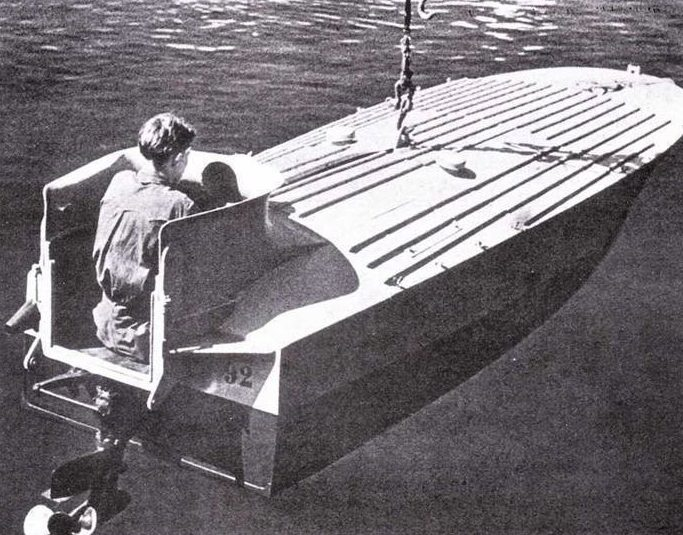 Спуск катера МТМ на воду.