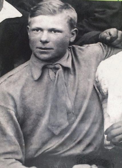 Василий Сенько – выпускник школы. 1938 г.