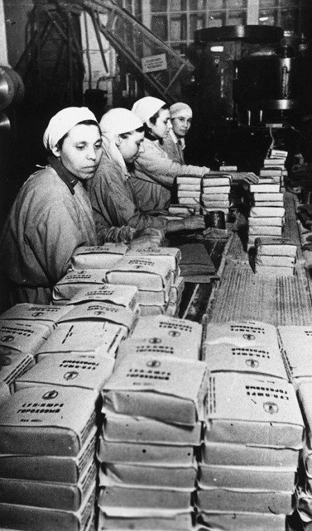Производство концентрированного горохового супа-пюре на заводе им. А. Микояна.