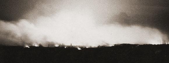 Клайдбанк горит. 13 марта 1941 года.