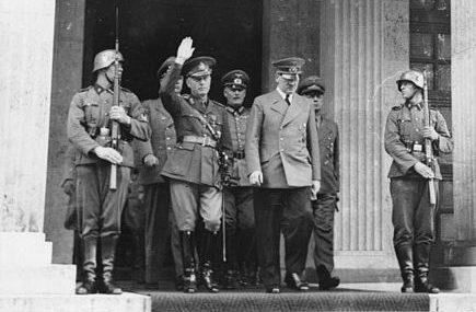 Антонеску и Гитлер выходят из Фюрербау (Мюнхен). 10 июня 1941 г.