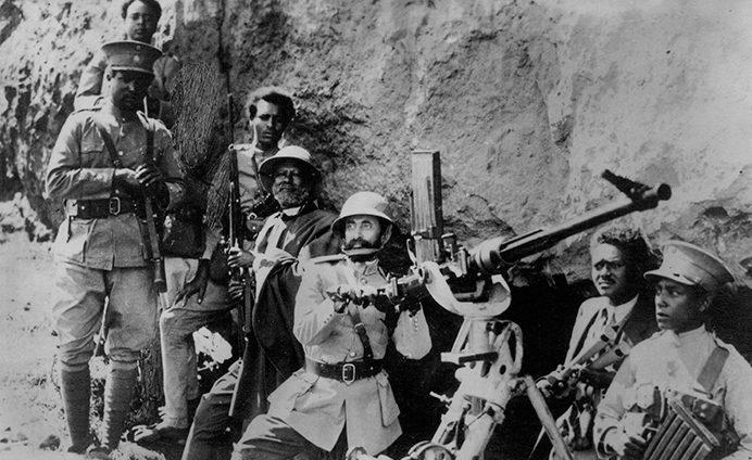 Император Эфиопии Хайле Селассие среди партизан. 1940 г.