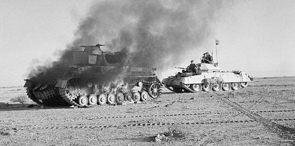 Танковый бой в пустыне.